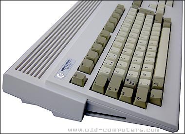 commodore_amiga1200_leftside_1